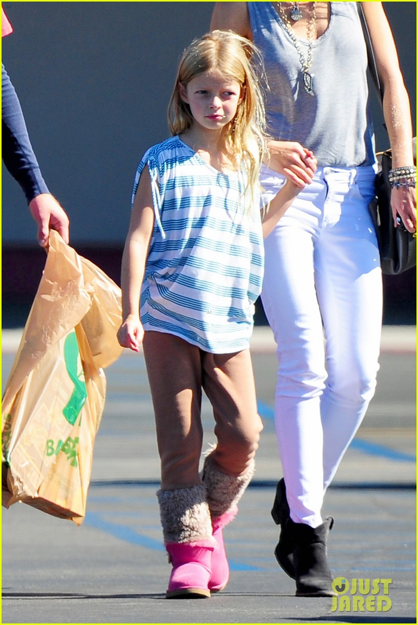 gwyneth paltrow chris martin toys r us with the kids 02