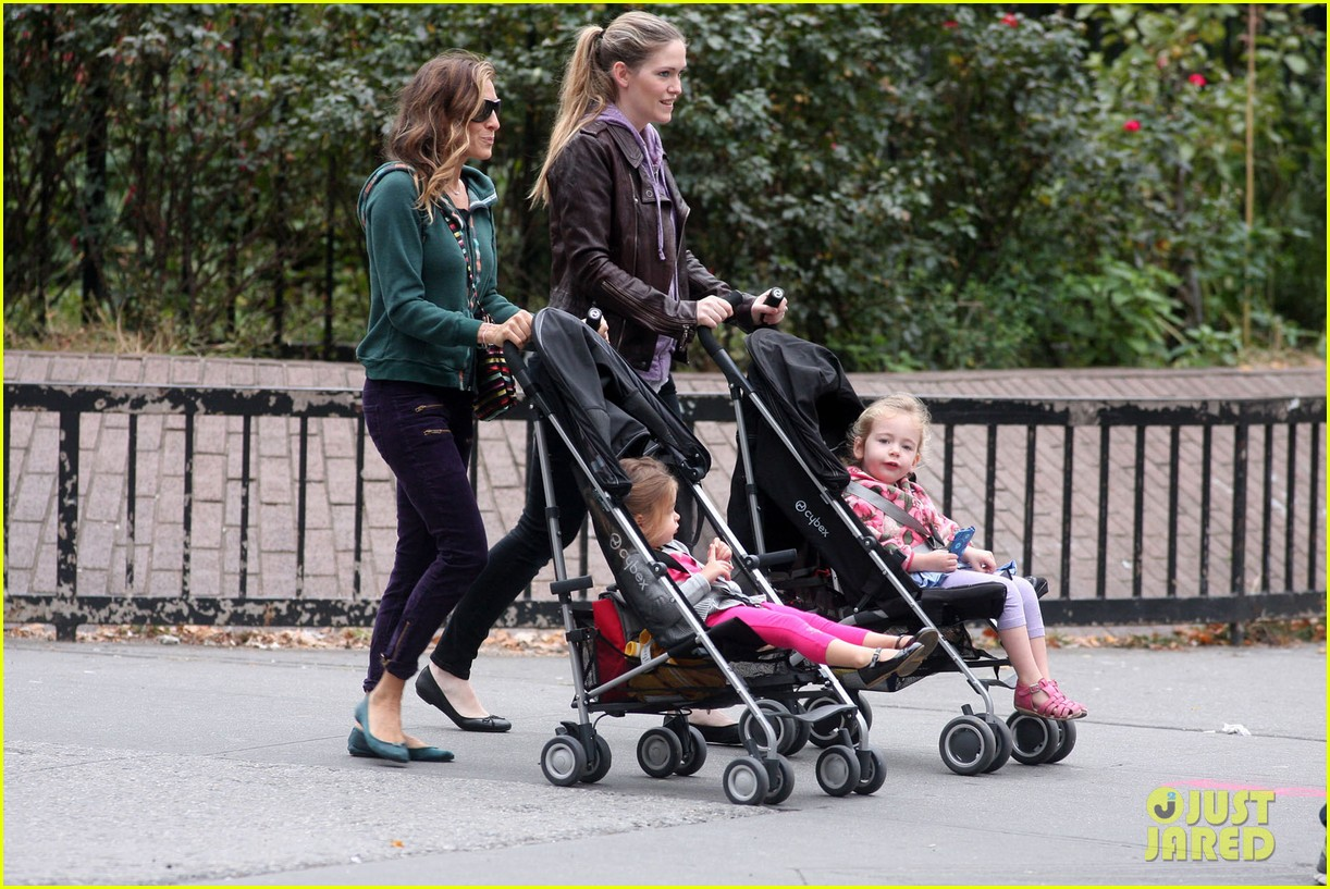 sarah jessica parker school stroll with the twins 04