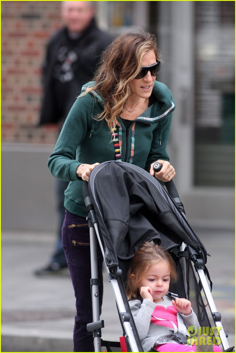 sarah jessica parker school stroll with the twins 052746942