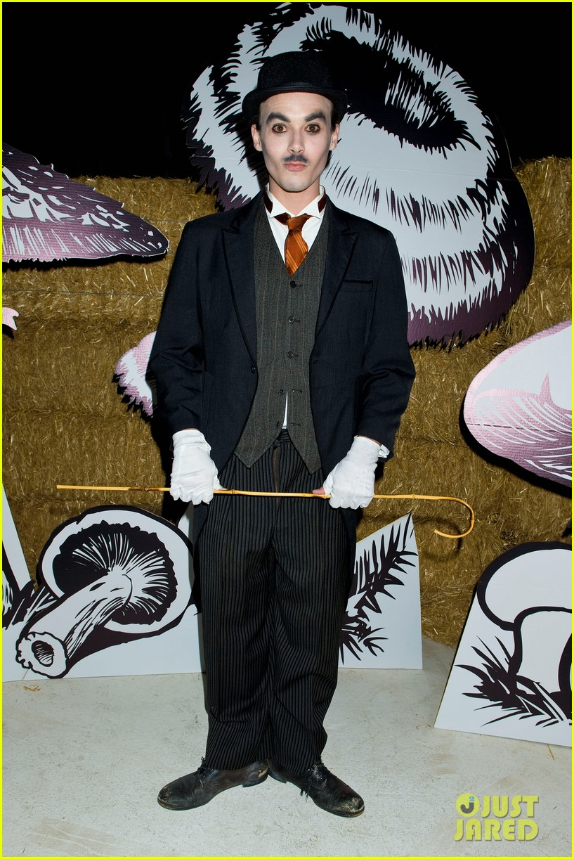 patrick schwarzenegger just jared halloween party 2012 032747657