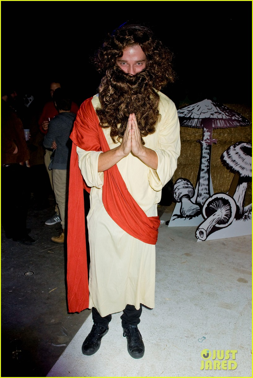 patrick schwarzenegger just jared halloween party 2012 052747659