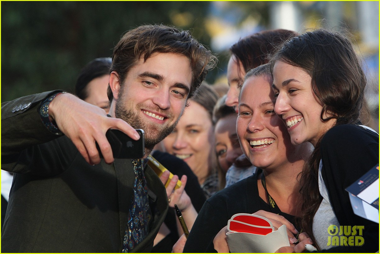 robert pattinson twilight saga breaking dawn part 2 fan event in sydney 022742512
