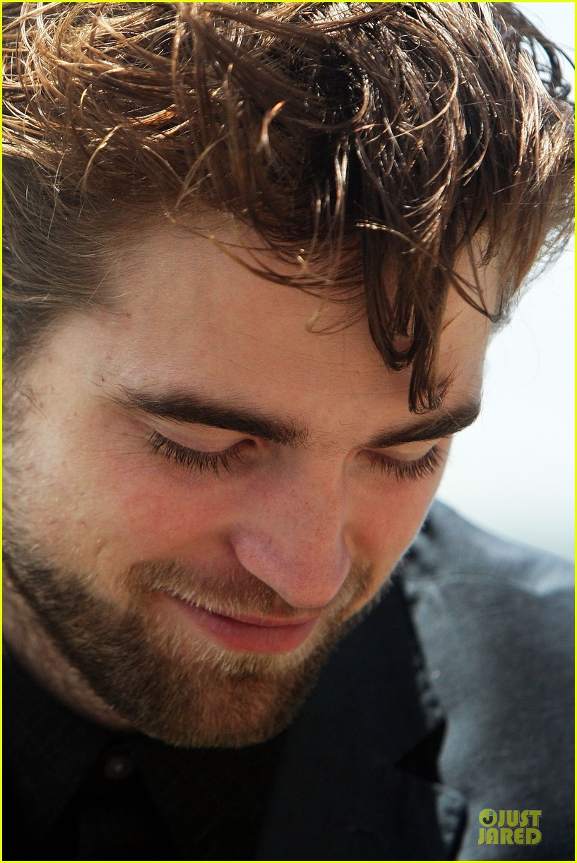 robert pattinson twilight breaking dawn part two photo call in australia 16