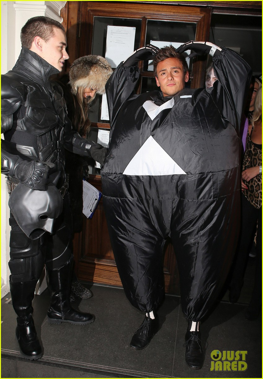 liam payne batman halloween costume with tom daley 032746623