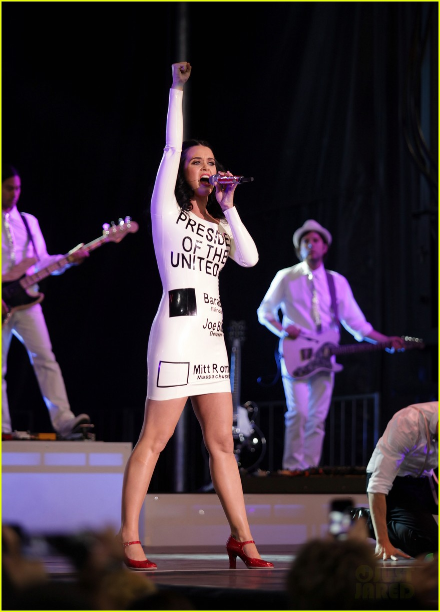 katy perry voting ballot dress at obama rally 032744570
