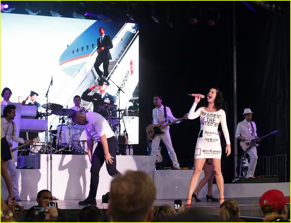 katy perry voting ballot dress at obama rally 042744571