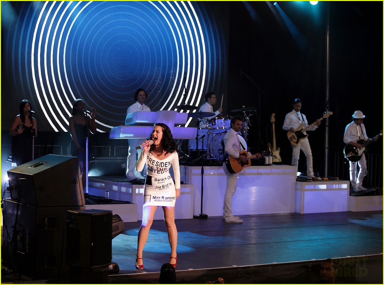 katy perry voting ballot dress at obama rally 082744575