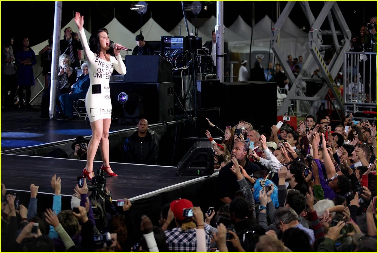 katy perry voting ballot dress at obama rally 102744577