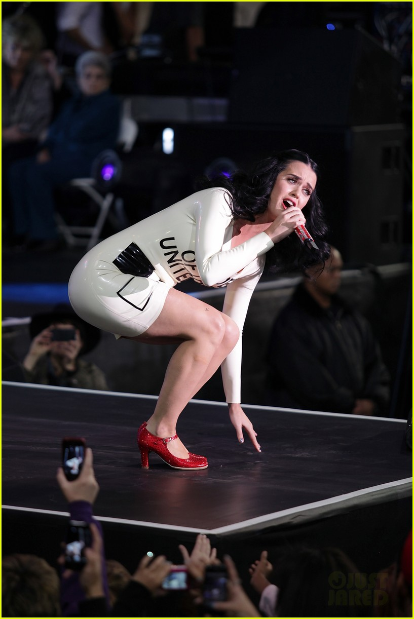 katy perry voting ballot dress at obama rally 112744578