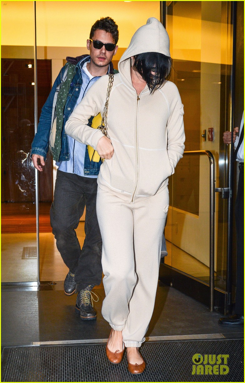 katy perry low key apartment exit with john mayer 012740037