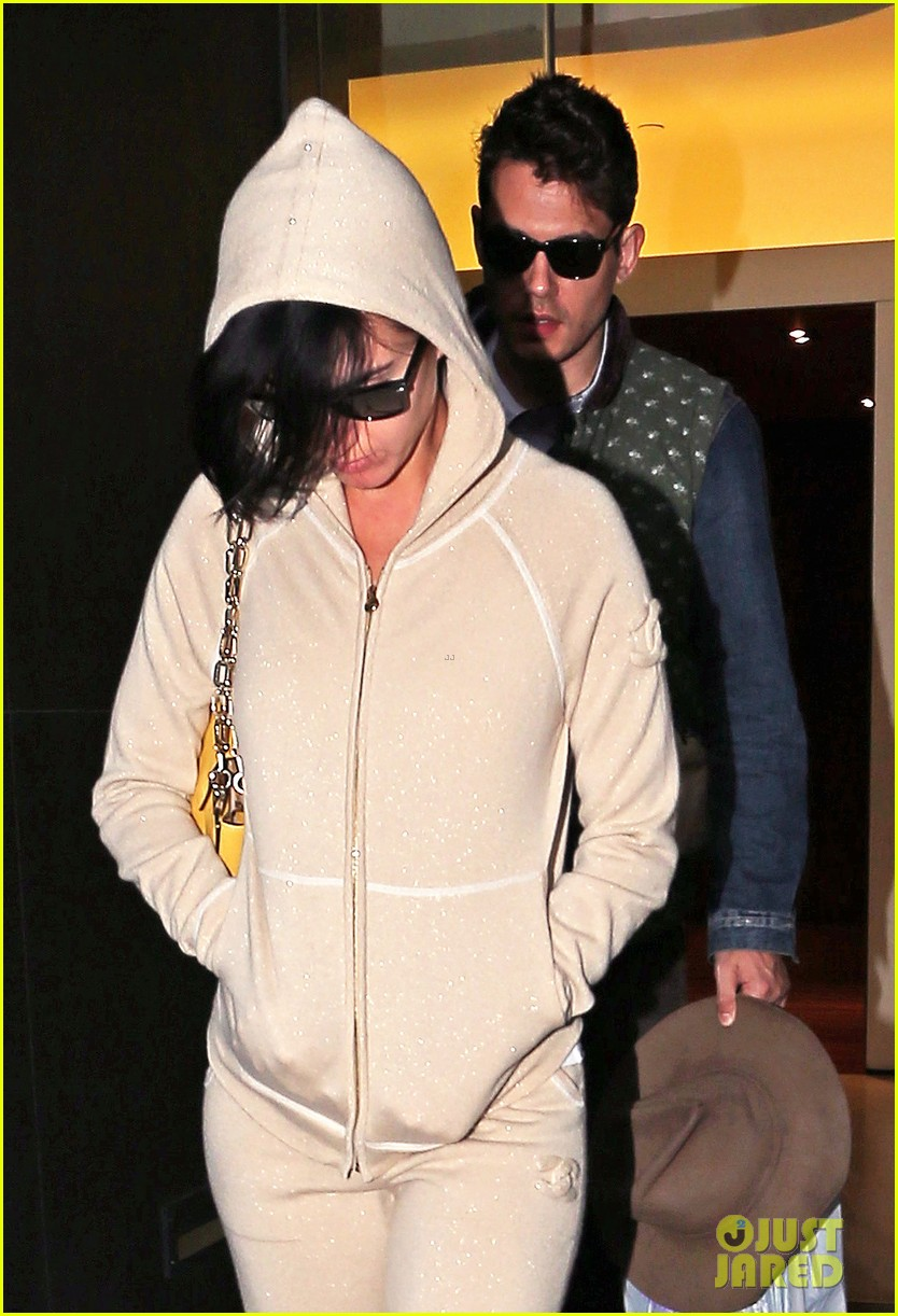 katy perry low key apartment exit with john mayer 022740038