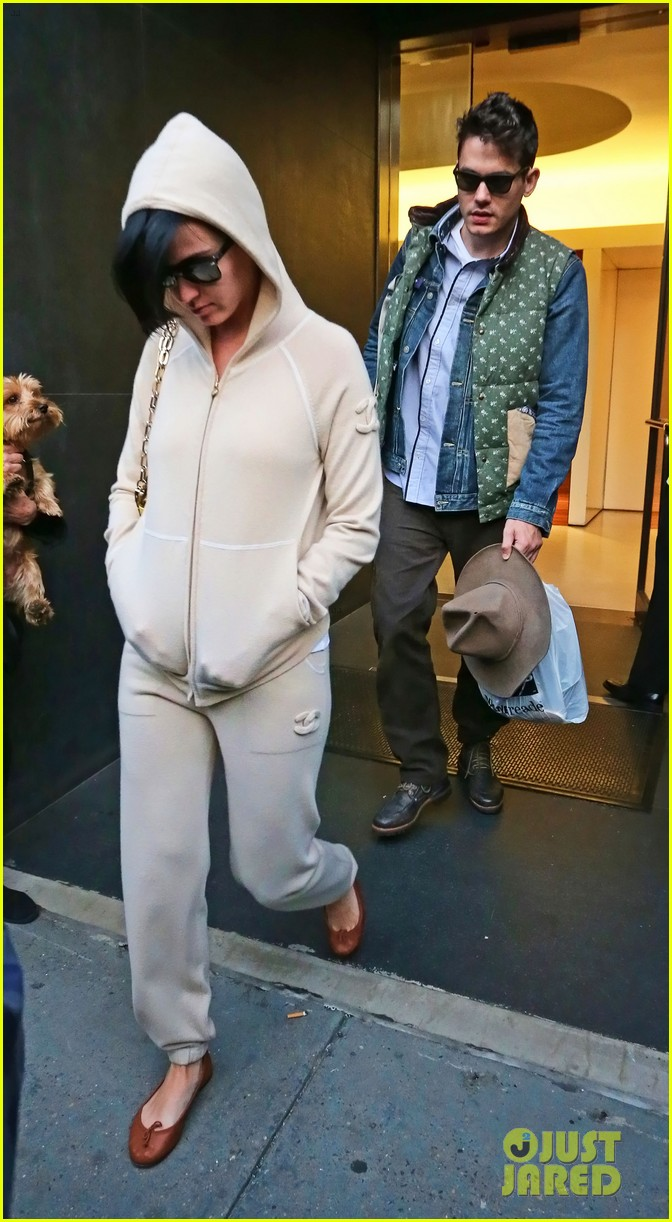 katy perry low key apartment exit with john mayer 05