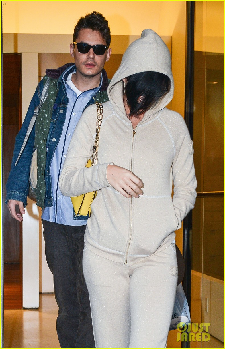 katy perry low key apartment exit with john mayer 062740042