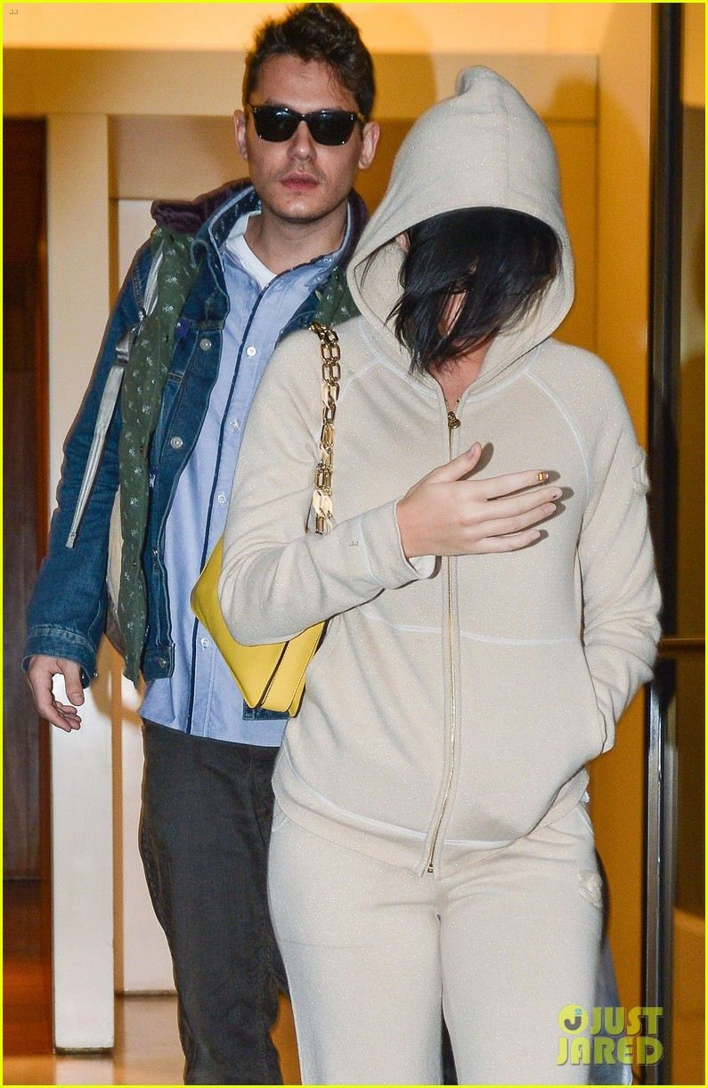 katy perry low key apartment exit with john mayer 082740044