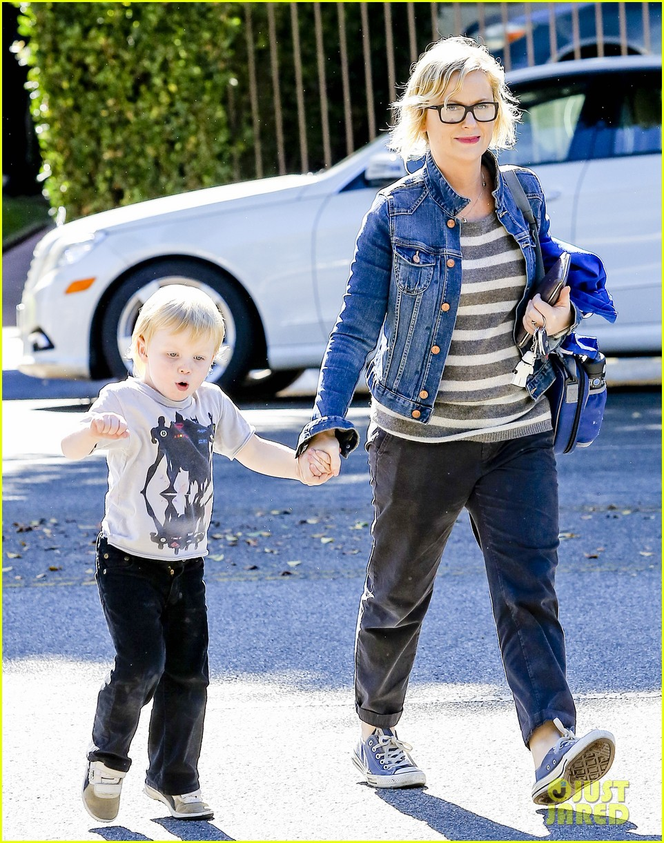 amy poehler shopping with archie 012744876