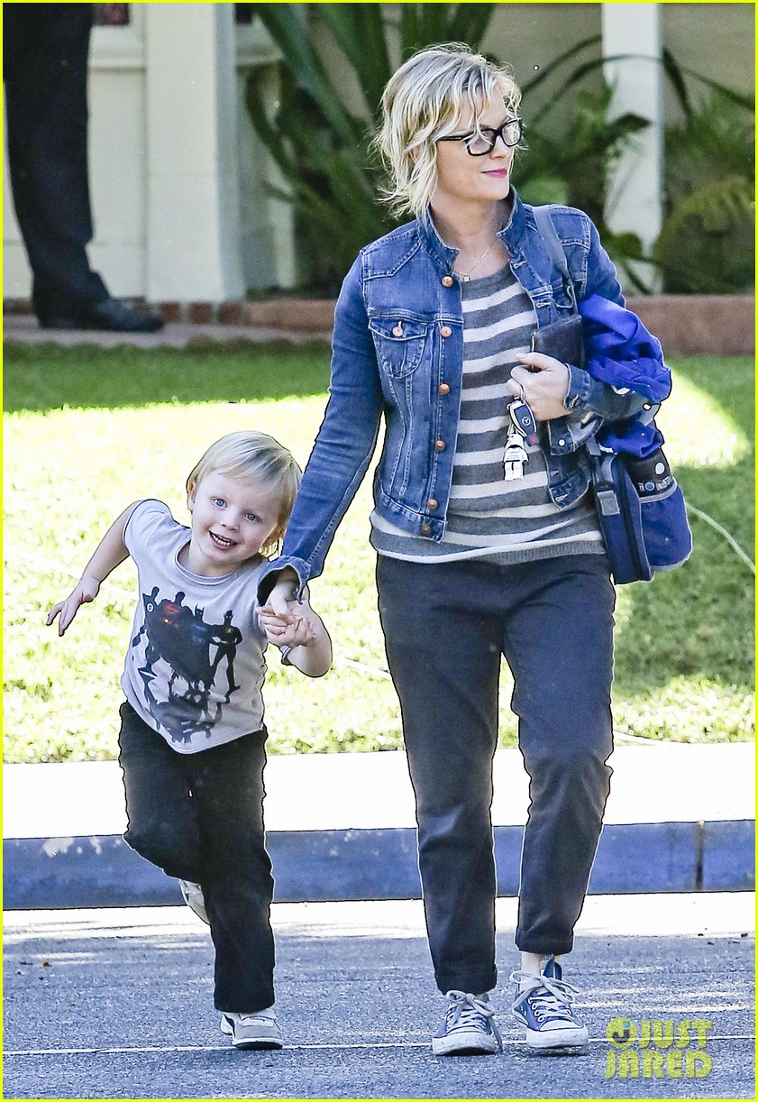 amy poehler shopping with archie 042744879