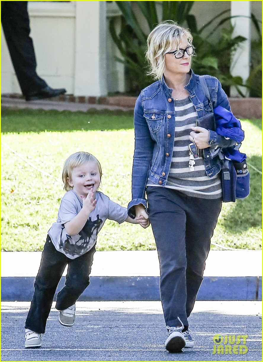 amy poehler shopping with archie 062744881