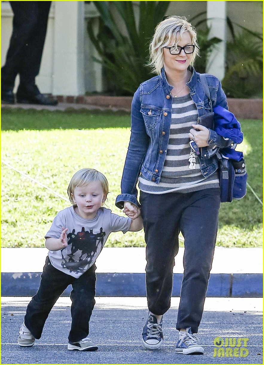 amy poehler shopping with archie 072744882