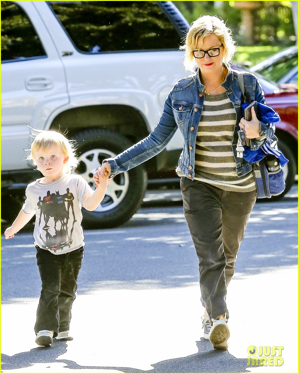 amy poehler shopping with archie 082744883