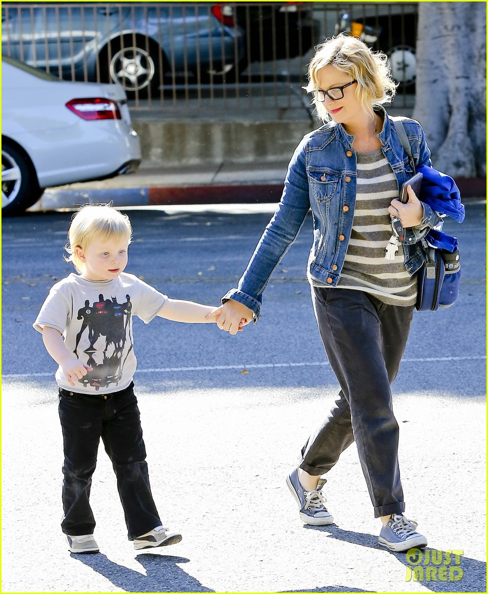 amy poehler shopping with archie 102744885