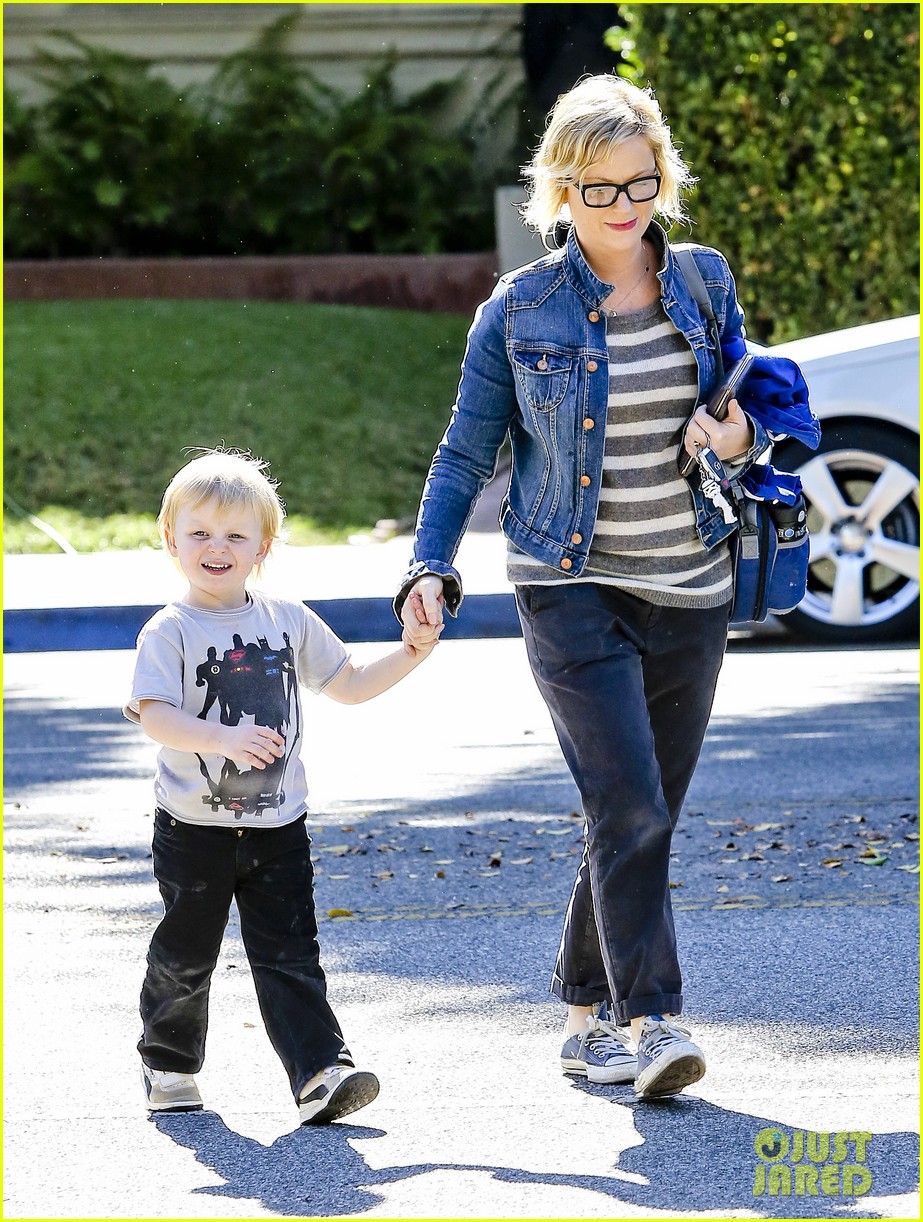 amy poehler shopping with archie 112744886