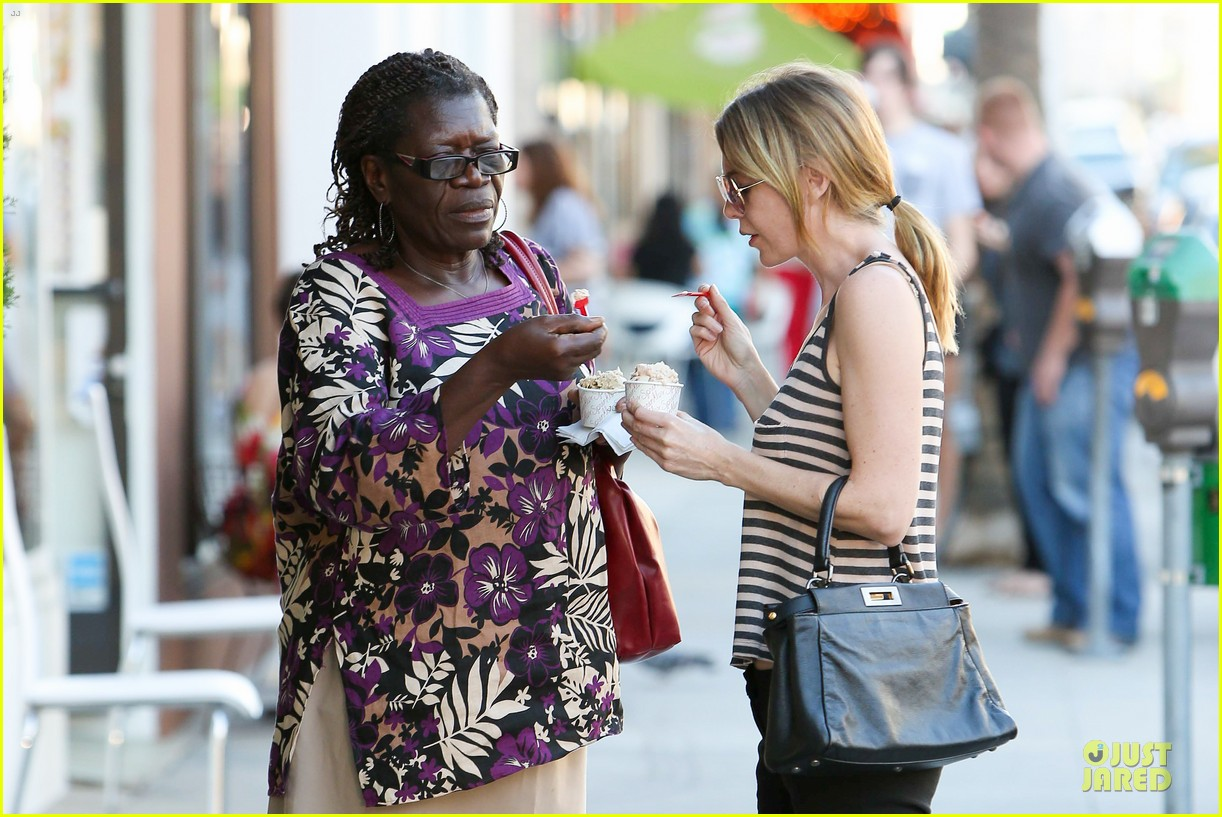 ellen pompeo ice cream sunday with mother in law 07
