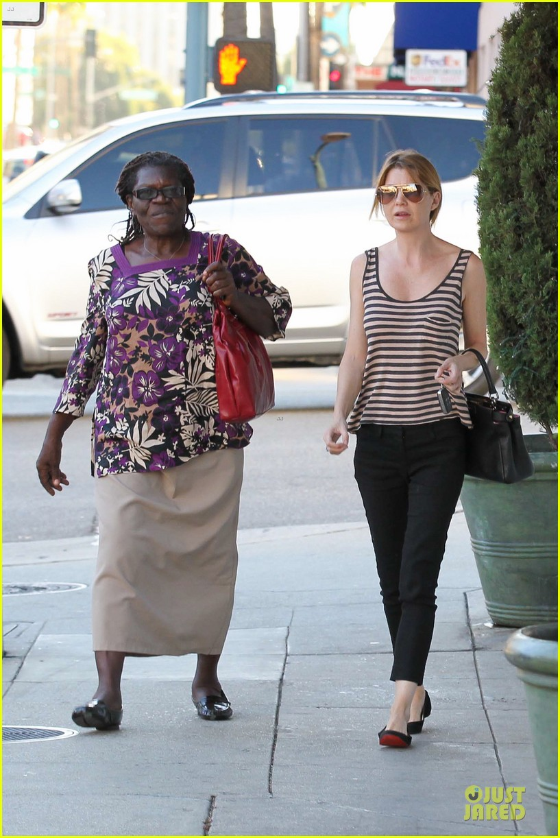 ellen pompeo ice cream sunday with mother in law 08