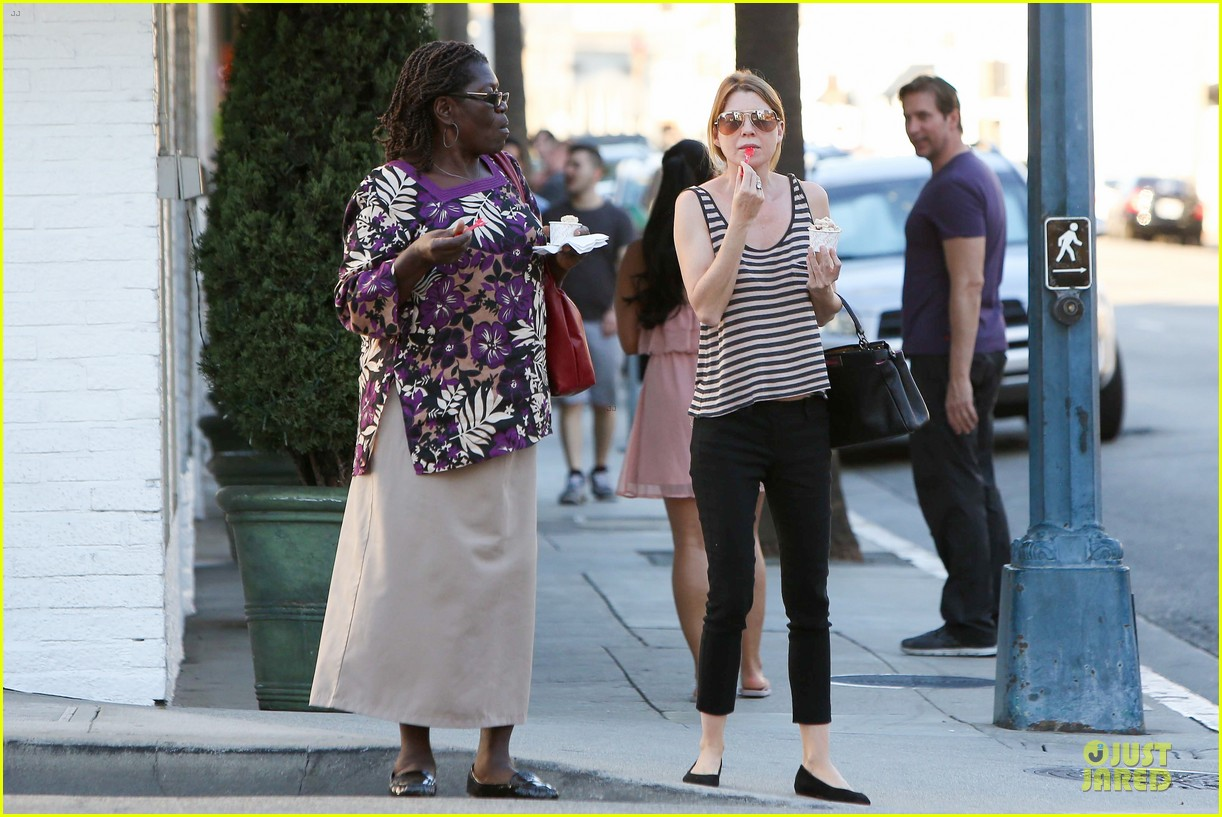 ellen pompeo ice cream sunday with mother in law 102747366