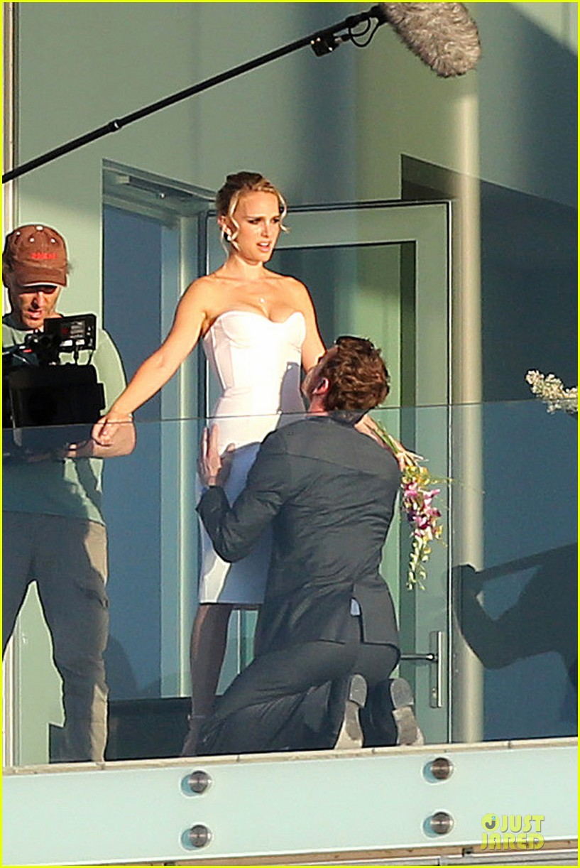 michael fassbender gets down on his knees for natalie portman 012741343