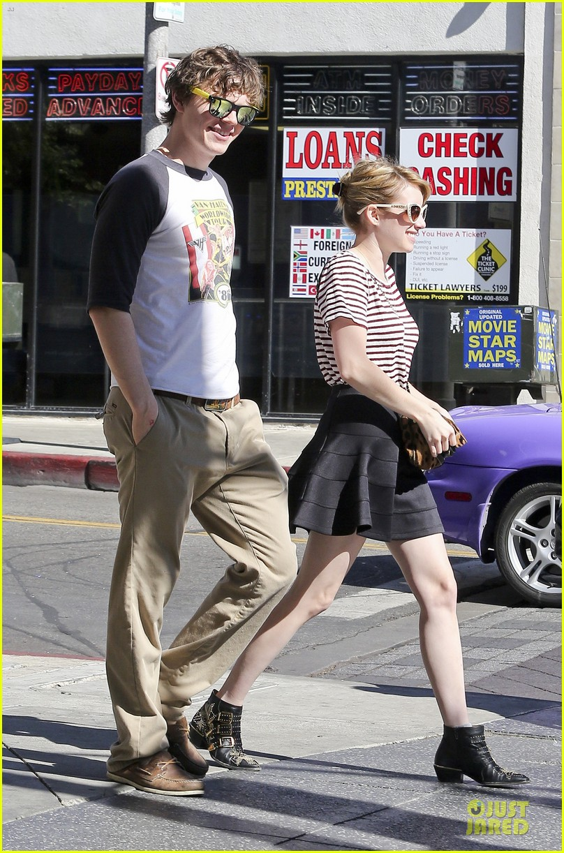 emma roberts evan peters halloween costume shopping 03