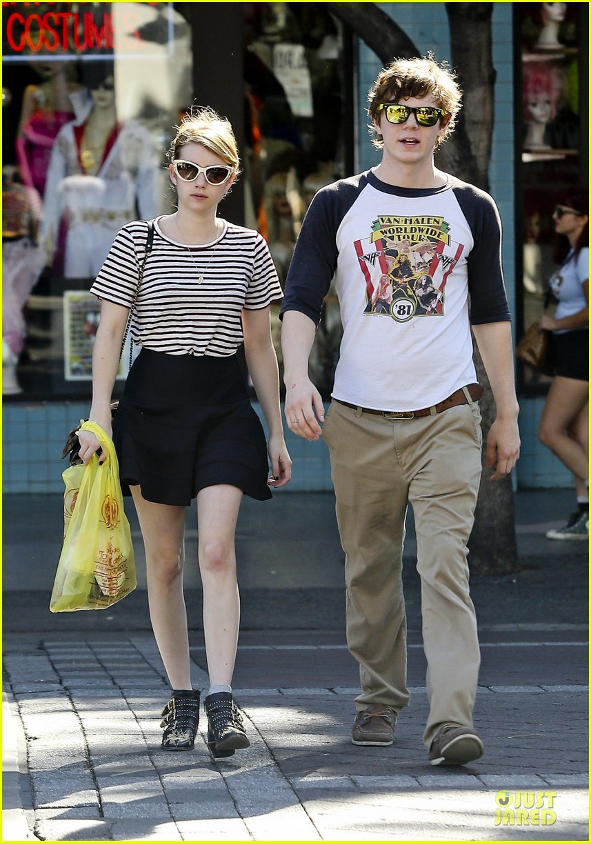 emma roberts evan peters halloween costume shopping 15
