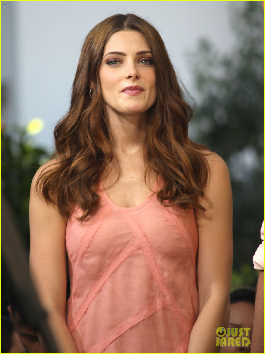 nikki reed ashley greene extra extra 04