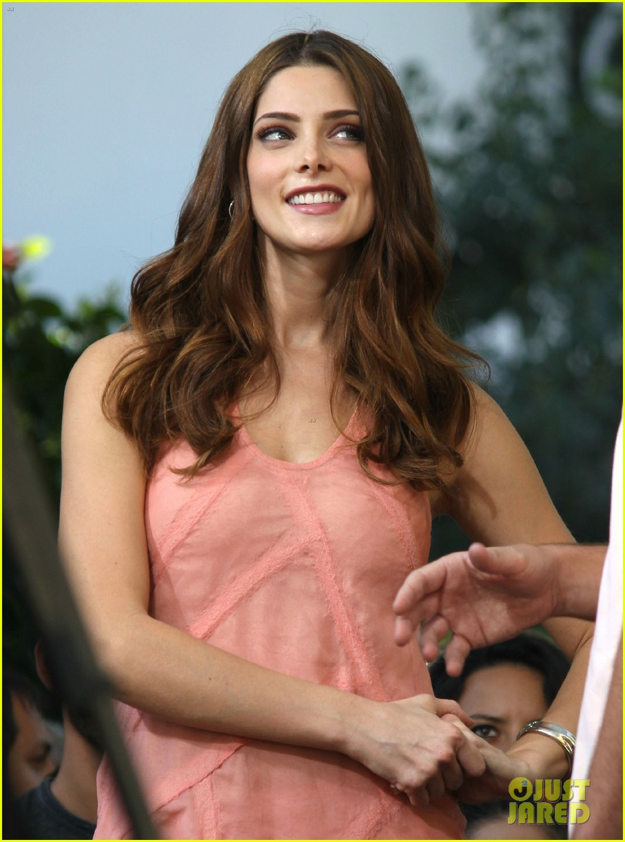 nikki reed ashley greene extra extra 072732781
