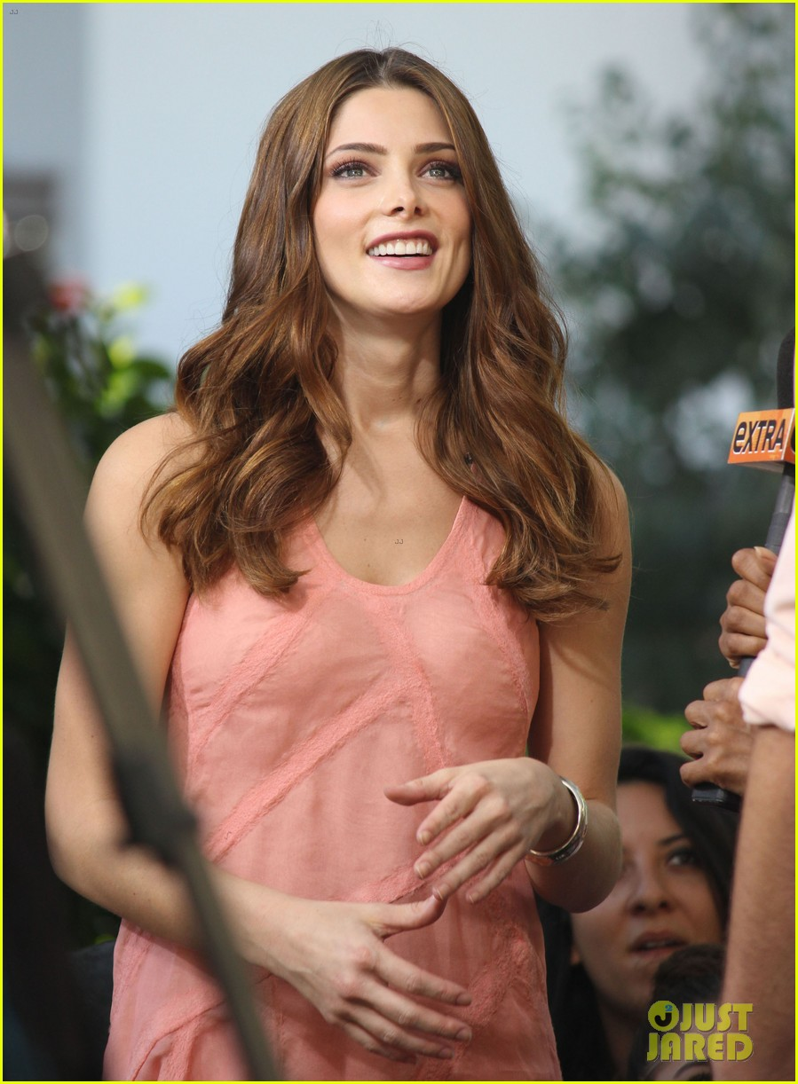 nikki reed ashley greene extra extra 102732784