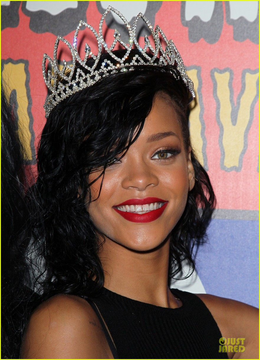 rihanna queen of the night at halloween carnaval 042749111