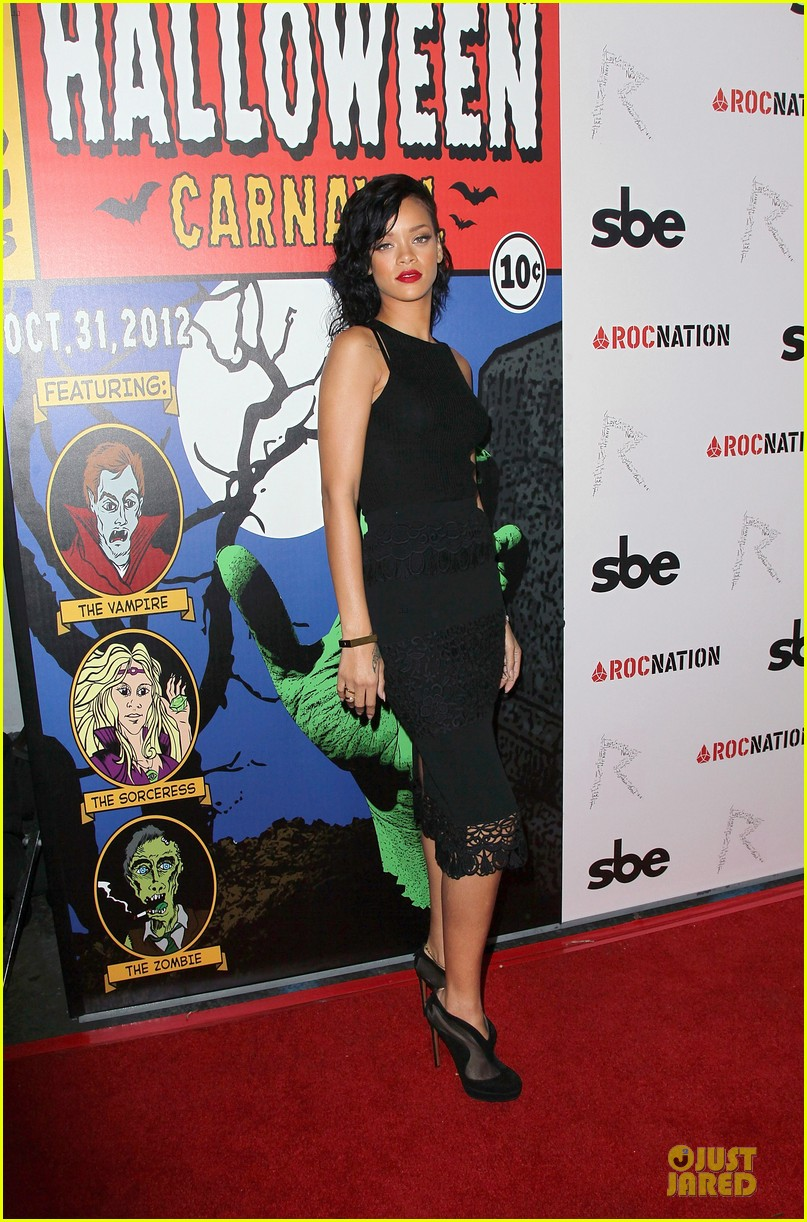 rihanna queen of the night at halloween carnaval 162749123