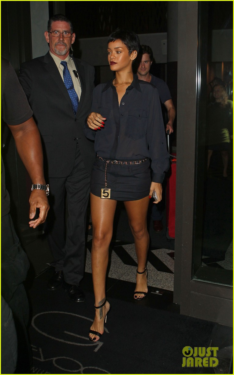 rihanna chris brown gansevoort hotel departure 082732685