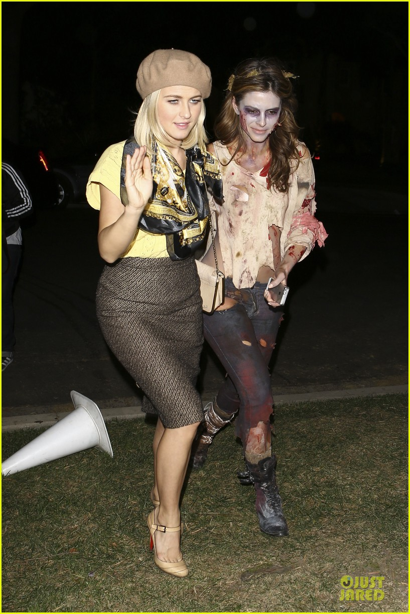 rosie huntington whiteley julianne hough halloween party in beverly hills 212746104