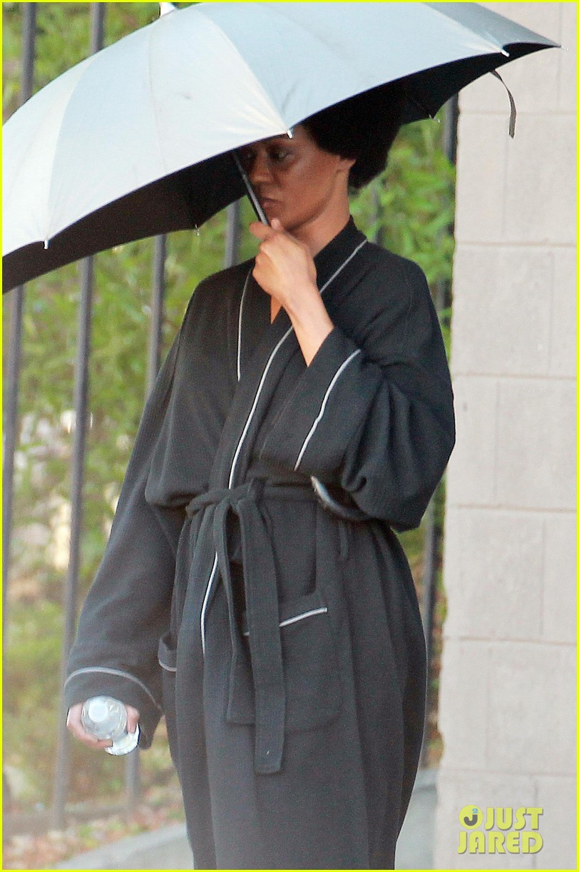 zoe saldana as nina simone first look 04