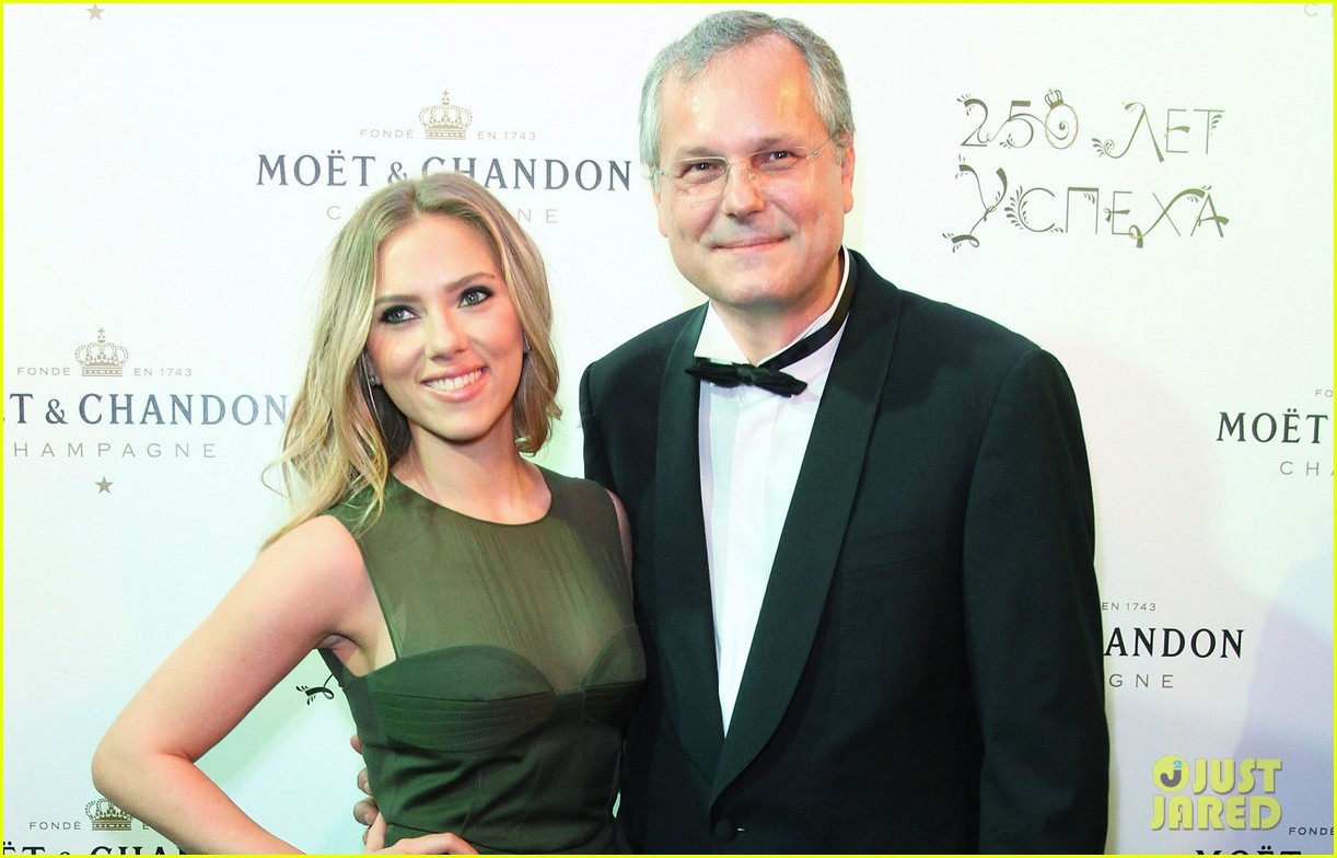scarlett johansson moet chandon anniversary party 032733423