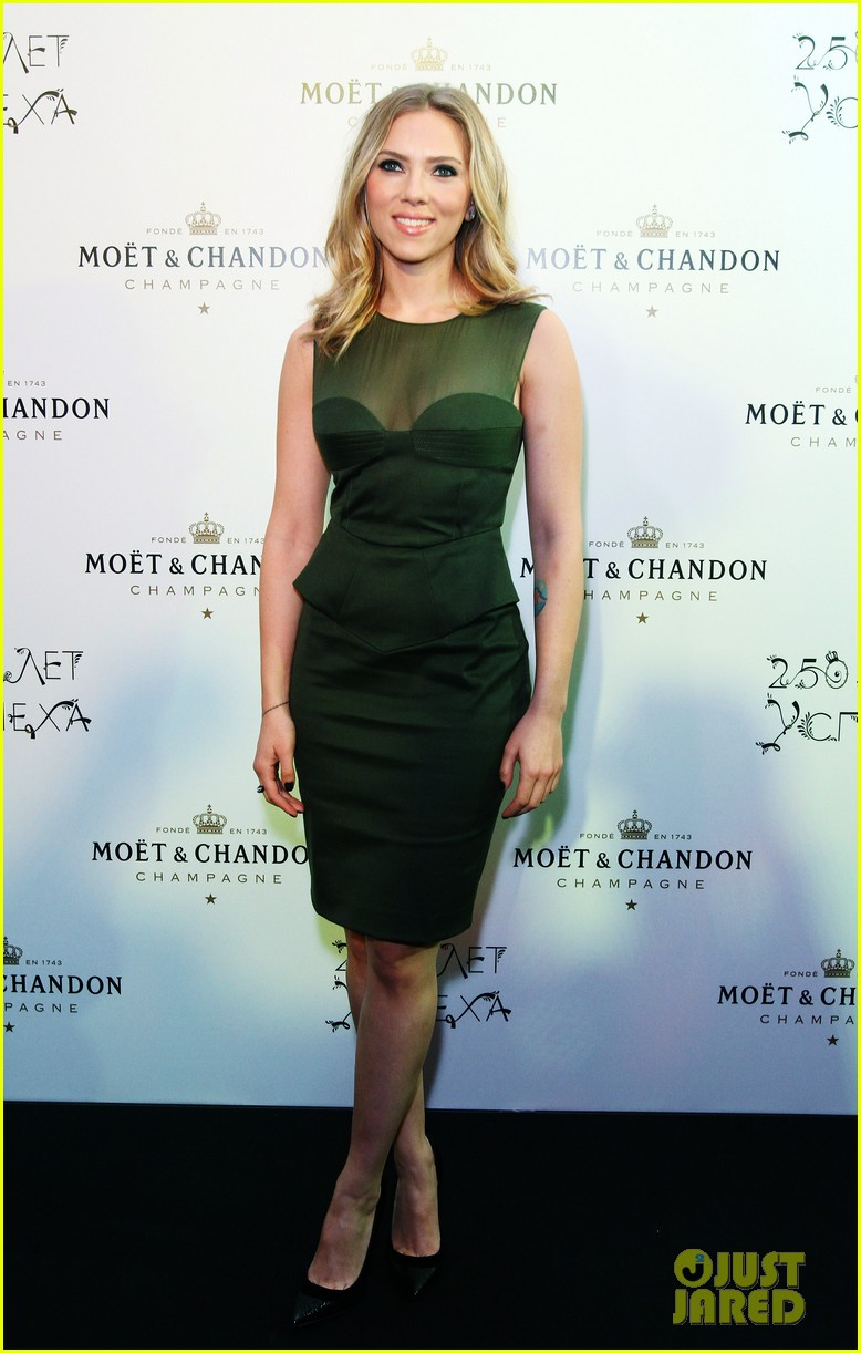 scarlett johansson moet chandon anniversary party 042733424