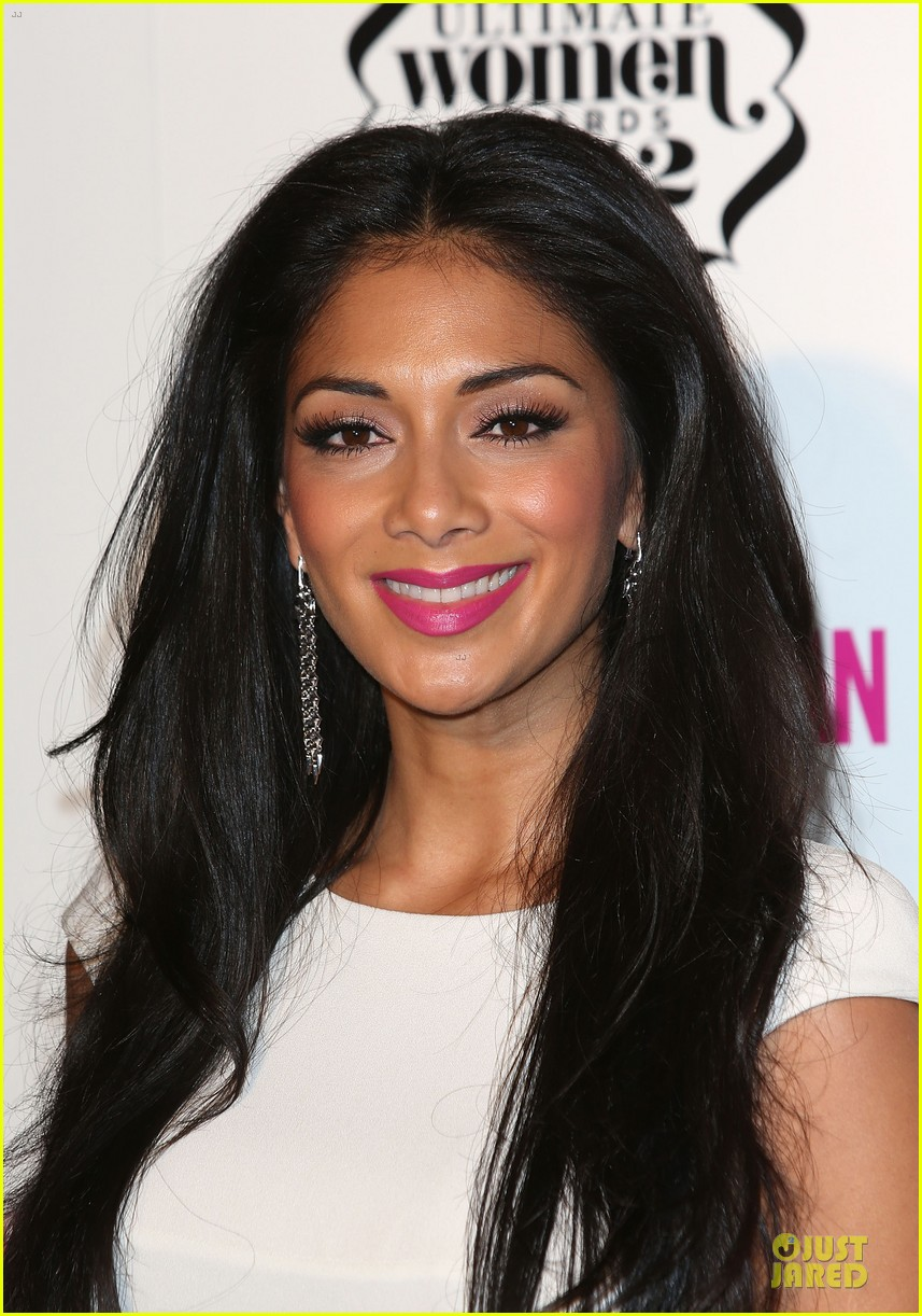 nicole scherzinger kelly osbourne cosmopolitan ultimate woman of the year awards 02