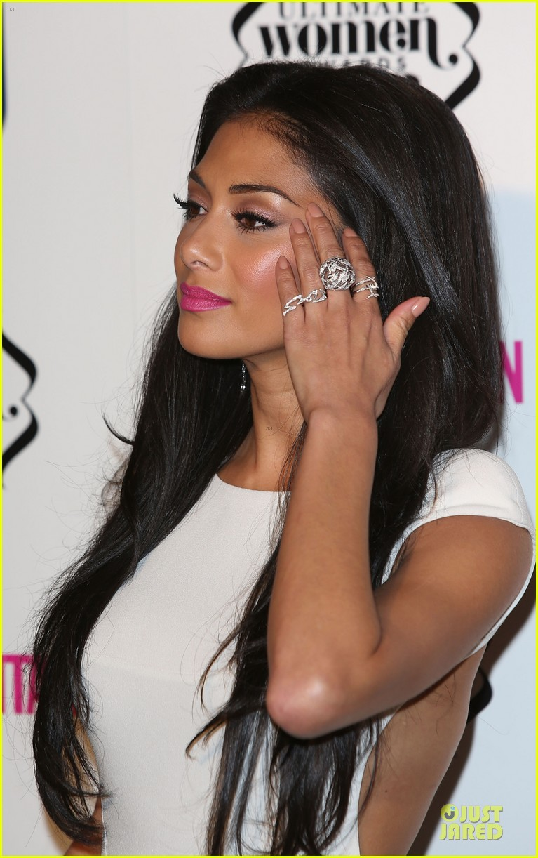 nicole scherzinger kelly osbourne cosmopolitan ultimate woman of the year awards 08