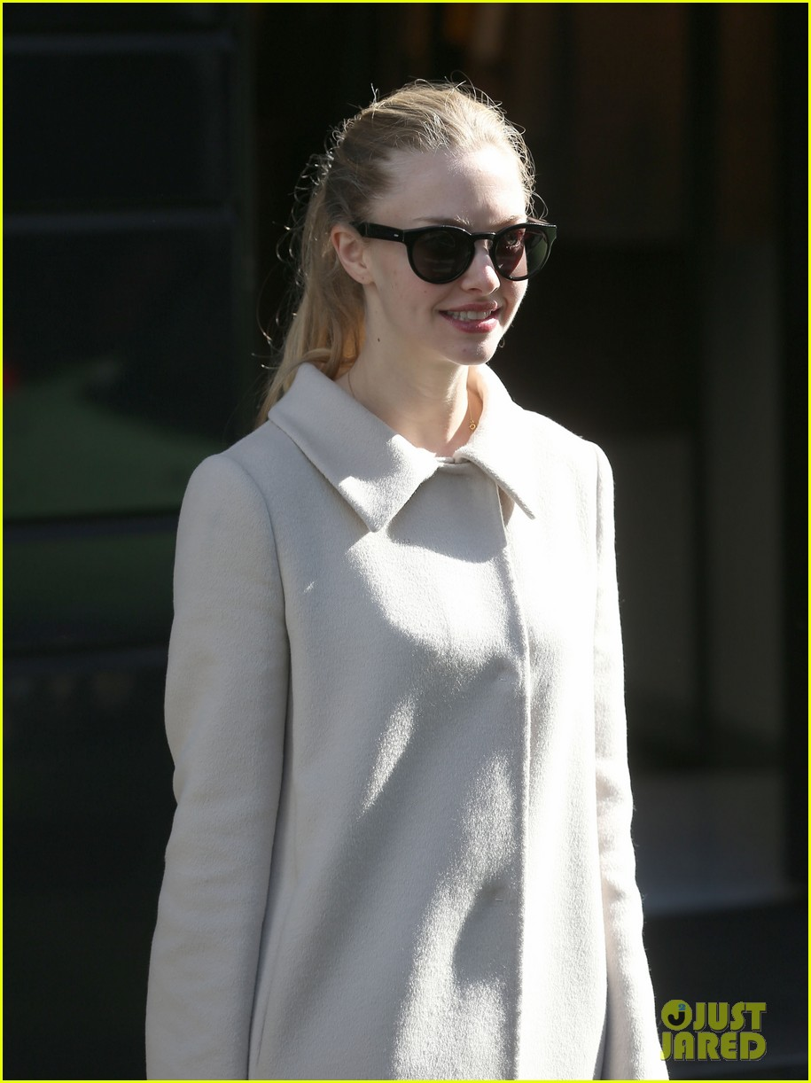 amanda seyfried parisian shopper 042733500