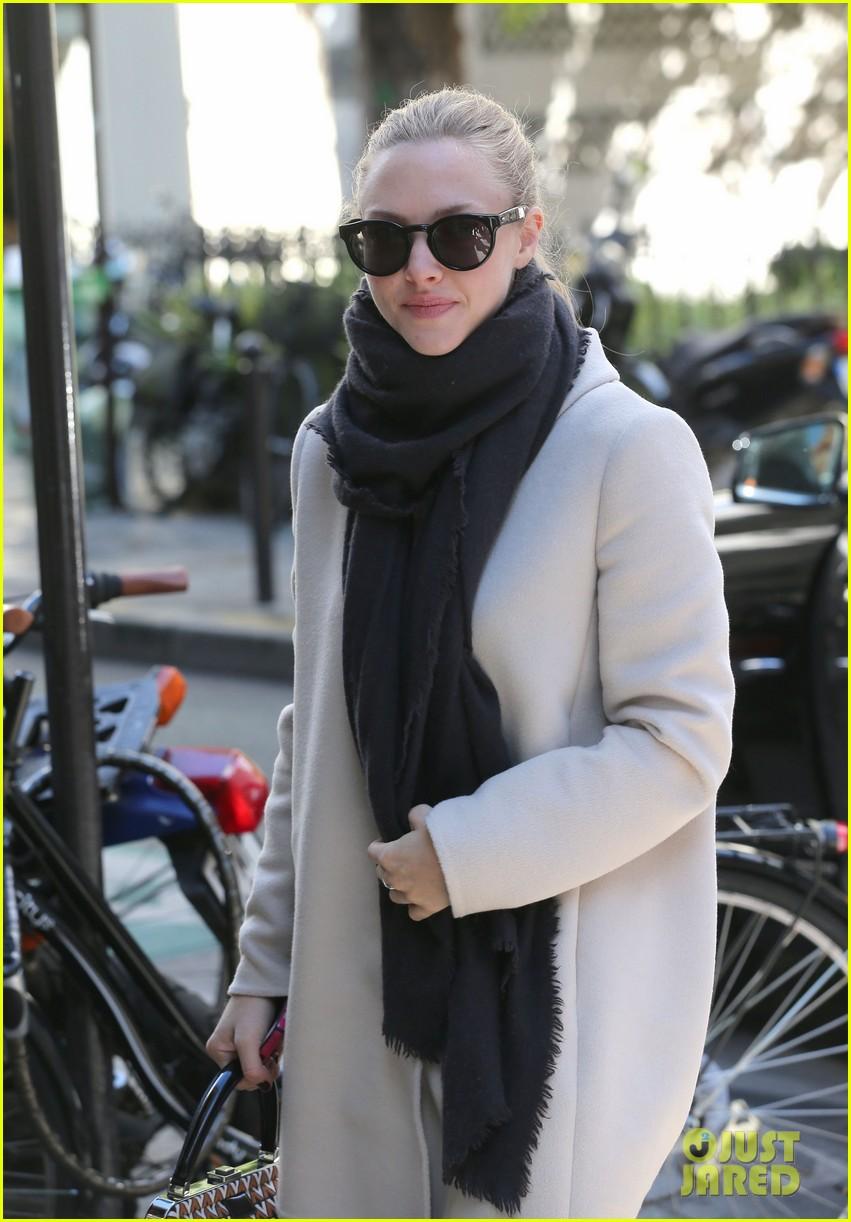amanda seyfried parisian shopper 092733505