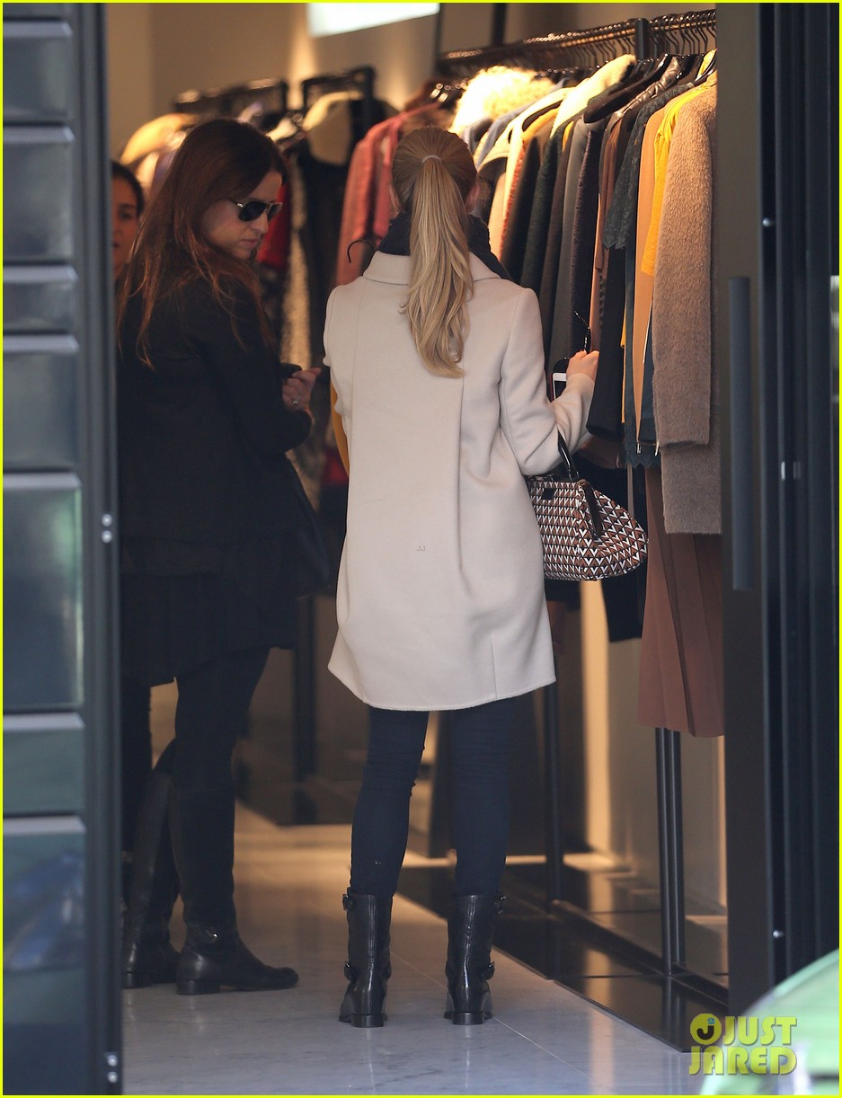 amanda seyfried parisian shopper 102733506