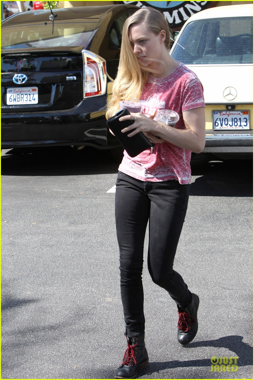 amanda seyfried smoothie stop in west hollywood 032743846