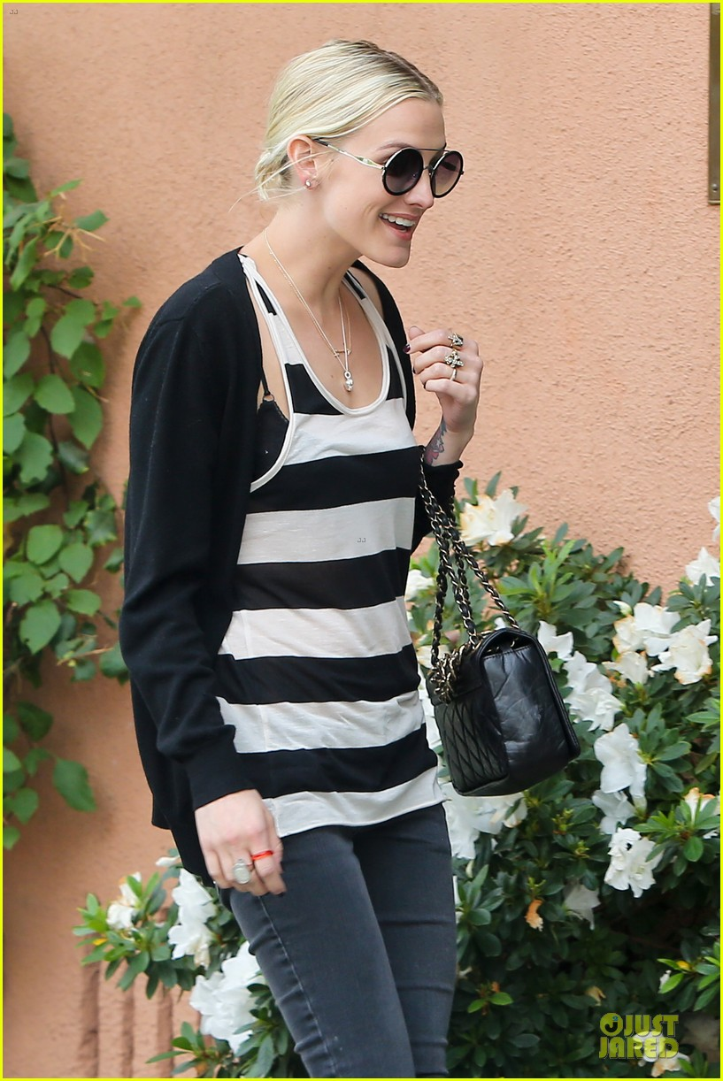 ashlee simpson lawyers office visit with mother tina 042737835