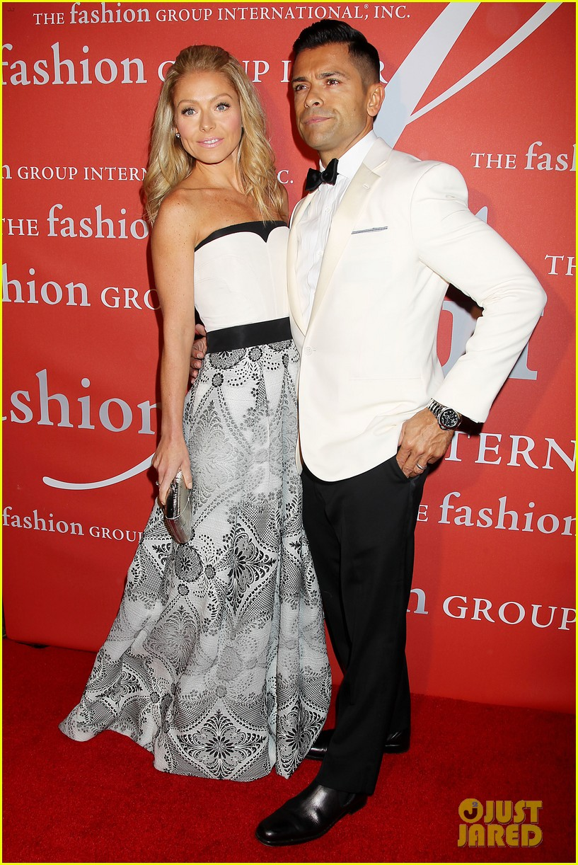 renee zellweger sarah jessica parker fashion group night of stars 08
