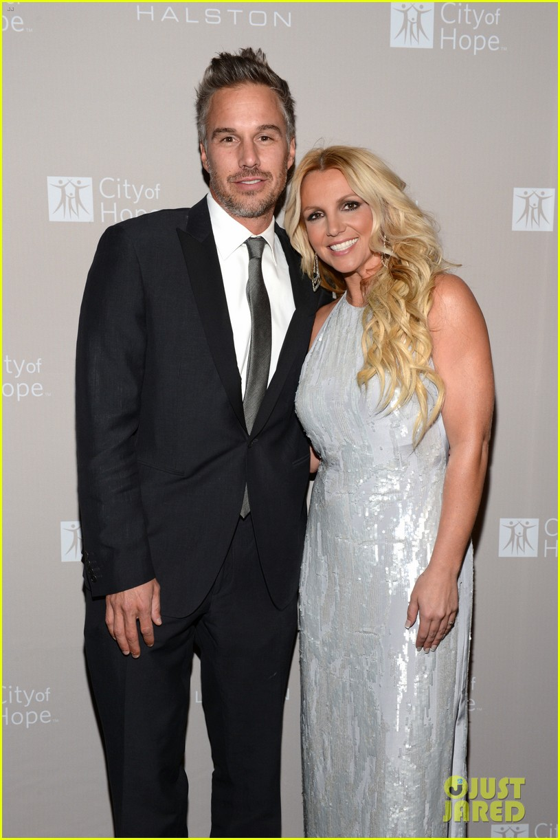 britney spears city of hope gala with jason trawick 03